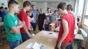 Jak (ne)zapálit školu - hořící mouka
